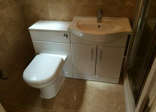 en-suite white bathroom units